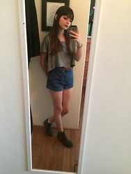 Estefania Fraticelli - American Apparel Crop Top, American Apparel High Wasted Shorts, Nordstrom Boots - 88 °
