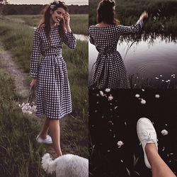 Elle-May Leckenby - Navy And White Cotton Check Midi Dress, White Leather Lace Ups - Summer flowers