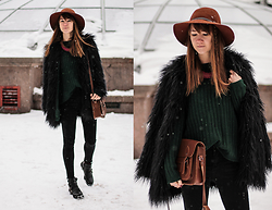 Nastia Poberezhna - Sheinside Green Sweater, Sheinside Black Skinny Jeans, Lookhunter Faux Fur Coat, Pipperoo Necklace - Winter Again
