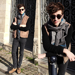 "Matthias C. - Edwardson Eyewear Made In Italy Sunnues, Diwali Paris Silk And Cotton Scarf, Lee Black Skinny Jeans, Paraboots Shoes, Malo Cashmere Vest, J. Crew Cashmere Sweater - ""Princeton"""