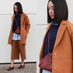 Esther L. - Pepa Loves Abrigo, Zara Navy Sweater, H&M Oversized Shirt, Zara Culottes Pants, Pimkie Burgundy Shoes - THE GENTLEWOMAN