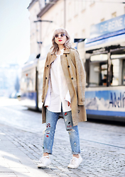Esra E. - René Lezard Camel Suede Trenchcoat, Zara Jeans With Paths - Suede & patches
