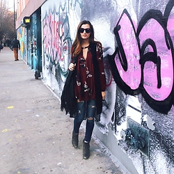 Austen Tosone - Free People Tunic, American Eagle Ripped Jeans, Urban Originals Fringe Bag - Off delancey