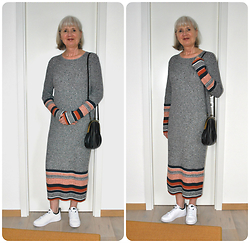 Reni E. -  - Long knitted dress and white sneakers