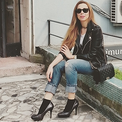 Seda Çelik - Mango Purse, Zara Jeans, Nine West Heels, Mango Jacket, Calzedonia Socks, Guess Watch, Ray Ban Glasses - Spring in Istanbul