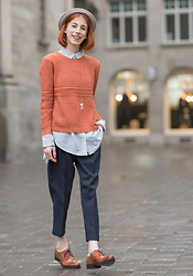 Michaela Scalisi - Hm Blouse, Topshop Trousers, Urban Outfitters Jumper - Why I love and hate Social Media