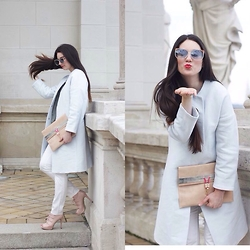 Mimi Papp - Harkodetty Babyblue Coat, Timrose Clutch, Monik White Trousers - Spring is blooming