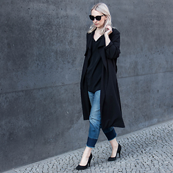 Leonie // www.noanoir.com - Weekday Black Trench Coat, Cos Black Silk Low V Neck Top, Drykorn Cropped Fringed Bf Denim Jeans, Shoemint Black Pointed Pumps - The Crop