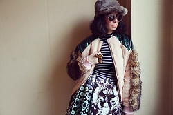 I-lin Tasoz - Salvatore Ferragamo Sunnies, Esther Haamke Jacket, H&M Top, Sergio Daricello Skirt, Vintage Hat, H&M Ring - MIX IT UP