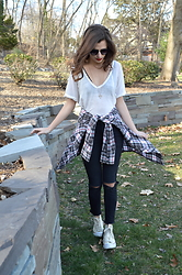 Austen Tosone - Free People White Tee, Gypsy Warrior Ripped Jeans, Converse Sneakers - Simple plan