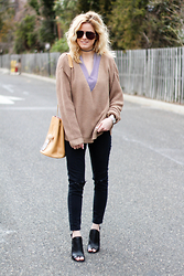 Kim Tuttle - Vince Camuto Mules, Topshop Jamie, Missguided Jumper, Ms Littles Bag Camel Bucket - Spring sweater