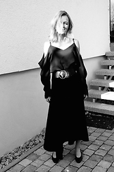 Anna Borisovna - H&M Top, Massimo Dutti Belt, Mango Skirt, Vintage Shoes - Off-Shoulder-Top