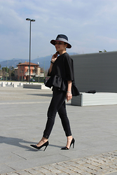 Eniwhere Fashion - Sheinside Blusa, Zara Black Pants, Zara Black Heels, Choies Black Coat, Lamu Vintage Hat, Larimar Bracelet - Total black