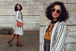 I-lin Tasoz - Zara Shoe, Fred De La Bretoniere Bag, Salvatore Ferragamo Glasses, Salvatore Ferragamo Sunnies, Drykorn Dress, Drykorn Coat - LACE-UP