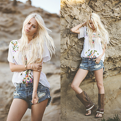 Sarah Loven - Siren Brand Embroidered Top, One Teaspoon Denim Shorts, Emonk Ibiza Gladiator Sandals, Good After Nine Feather Cuff - Sunlit Dust