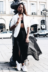 Anoushka NMAK - Zara Black Skirt, H&M White Vest, Superstar Adidas, & Other Stories Bra, Dodo - DODO ENCHANTÉ
