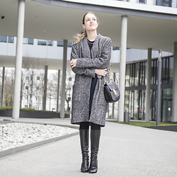 Ina Nuvo - Zara Dress With A Necklace, Drykorn Oversized Coat, Chloé Drew Bag, Zara Heel Boots - Easter in Vienna