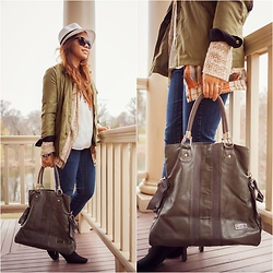 Lily S. - Anorak Jacket, Cardigan, Plaid Shirt, Skinny Jeans, Bag, Fedora Hat, Sunglasses - Spring Break // Instagram @pslilyboutique