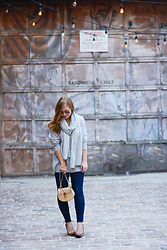 Ashley Hutchinson - Club Monaco Cashmere Scarf, Equipment Cashmere Sweater, Chloé Gold Crossbody Bag, J Brand Dark Wash Jeans, Dune London Leopard Pumps - Gold & Gray