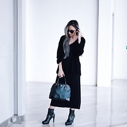 Putri Valentina - Rotelli Boots, Tory Burch Bag, Uniqlo Basic Long Dress, H&M Fur Outer, Forever 21 Sunnies - Touch of Grey