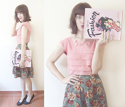 Lilian Larrañaga - Pepaloves Top, Happiness Boutique Necklace - Pink + Floral
