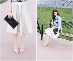 Mimi Papp - Zoe Phobic Silver Shining Skirt, Timeabartos Black Clutch, Beango Eye Printed Croptop - Eyes wide open