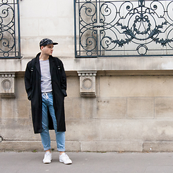 Kevin M. - Weekday Oversized Black Coat, Zara Blue Jean, Armor Lux Mariniere, Reebok White Sneakers, Sandro Graphic Cap - Mariniere