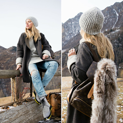 Olga Pancenko - Massimo Rebecchi Wool & Cashmere Hat, Zara Coat, H&M Wool Sweater, Woolings Wool Boots, Fur Scarf - LOOK N° 3