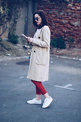 Andreea Birsan - Christian Dior So Real Sunglasses, Zara Trench Coat, C&A Blouse, Mango Red Trousers, Mango White Sneakers - Trench coat & red trousers