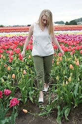 Julieanne Buma - Oak And Fort Blouse 2132, Zara Chino Trouser, Forever 21 Colourblock Espadrilles - Tiptoeing through the tulips