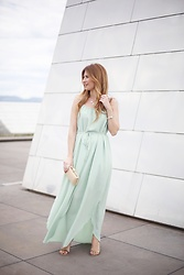 A TRENDY LIFE - Blanco Vestido, Tous Clutch, Tous Joyas, Uterqüe Sandalias - Green long dress