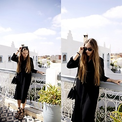 Anna R -  - All black in Marrakech