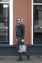 Rowan Reiding - Boohoo Grey Jersey Co Ord Suit, Asos Black Leather Biker Jacket, Alexander Wang Emile Tote Bag, Acne Studios Canada Wool Scarf, Ray Ban Ray Ban Aviator Gunmetal Sunglasses, Omoda Point Black Leather Ankle Boots - H&M GREY JERSEY CO-ORD SUIT