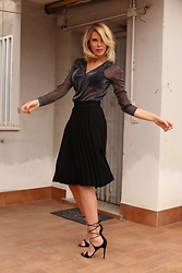 Alessia Marcuzzi - Falconeri Blouse, Isabel Marant Skirt, Gianvito Rossi Shoes - Right look? Follow your mood..