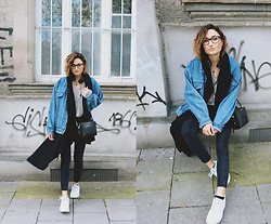 Angela Doe - Vintage Jacket, Nike Sneakers, Calvin Klein Bag - 1860