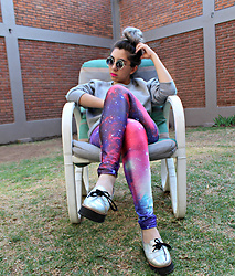 Karen Cardiel - Romwe Galaxy Leggings, Mítu Hologram Platform Shoes, Gray Sweetshirt, Circular Sunglasses - I want to see more galaxies than only this