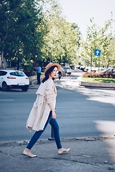 Andreea Birsan - Aldo Camel Hat, Christian Dior So Real Sunglasses, H&M Trench Coat, C&A White Blouse, Lft Distressed Skinny Jeans, Mango Beige Lace Up Flats - Trench coat & distressed skinny jeans