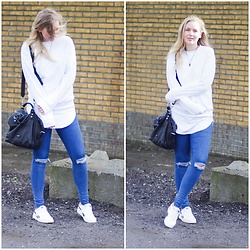 Annora - H&M Men Sweater, Liebeskind Berlin Bag, Pieces Jeggings, Sneakers Twinkeltje - Ripped on the knees