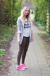 Annora - Miss Etam Cardigan, Lovelywholesale Shirt, We Fashion Jeans, K Swiss Sneakers - Dream Believe Achieve