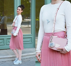 Mimi Papp - Beabea Mirror Bird Shaped Necklace, Timrose & Timeabartos Shoulder Bag, Timrose Pompom Bagcharm, Pink Pleated Skirt - Urban bird