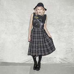 Monika Sekowska - Stradivarius Black Fedora Hat, Second Hand Shop Vintage Distressed Star Trek Shirt, Second Hand Shop Long Vintage Tartan Skirt, Unif High Logo Socks, Second Hand Shop Chunky Black Platform Heels - Long vintage tartan twin peaks style skirt