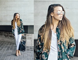 Jessica Sheppard - Quay Rose Gold Mirrored Aviators, Pretty Little Thing Printed Bomber Jacket, Jack Wills White Tee, Jack Wills High Waisted White Jeans, Asos Tassle Bag, Public Desire Nude Tie Up Heels - PAISLEY PRINTED.