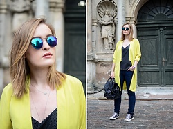 Laura Alksne - Ray Ban Sunglasses, Asos Blazer, Converse Sneakers, H&M Jeans, Reserved Bag, H&M Top - OLD TOWN