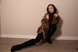 Duli - Nordstrom Leopard Fur Coat, Bcbg Maxazria Suede Boots, Urban Outfitters Black Jeans - Boots with the fur