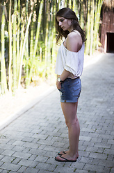 Elsa M - Daniel Wellington Watch, Ardene Shorts, Forever 21 Drape Shirt - Bamboo Forest