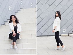Kalina H. - H&M White Blazer, Stradivarius Black Lacy Top, Mango Cotton Cropped Pants, Gido Shoes Beige Oxford - Business Casual