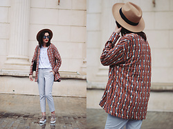 Andreea Birsan - H&M Patterned Jacket, Aldo Camel Hat, Zara Graphic Tshirt, Christian Dior So Real Sunglasses, Zara Grey Trousers, Nude Shoes - Patterned jacket for the rainy spring days