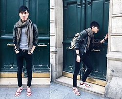Nicolas Sundara - Sandro Scard, H&M T Shirt, The Kooples Leather Jacket, Fendi Crocodile Belt, H&M Skinny Jeans, Gucci Crocodile Pantheon Watch, Hermès Hapi 3 Bracelet, Gucci Python Sneakers - Me against the door.