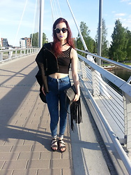 Veera Johanna - H&M Sunglasses, Gina Tricot Choker, Second Hand Top, Vero Moda Leather Jacket, Gina Tricot Clutch, H&M Jeans, Skopunkten Sandals - BRIDGE