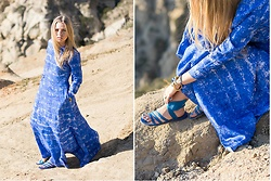 Olga Pancenko - H&M Ankle Length Long Sleeves Blue Dress, Ancient Greek Sandals Blue Ikaria Jellie Wing - LOOK N° 11